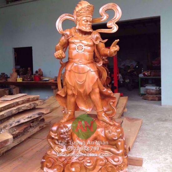 Tượng gỗ thần hộ pháp